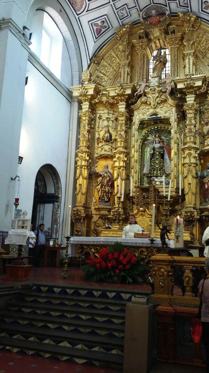 Primer santuario de las reliquias de Santa María de Jesús Crucificado en el extranjero, Altar en la Cuidad de México