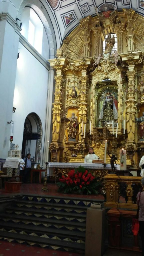 First sanctuary abroad of the relics of Saint Mary of Jesus Crucified, Altar in Mexico